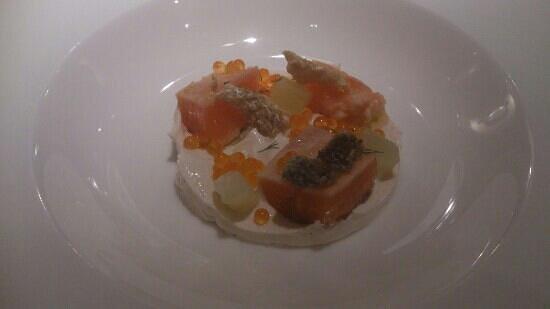 Rodero: cremoso de salmones con aguacate y cilantro