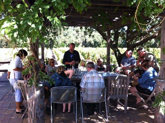 Hopper Creek Winery : Outdoor tasting with Darren