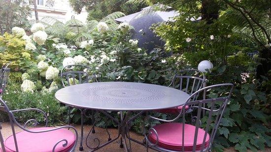 Renaissance Paris Le Parc Trocadero Hotel : 야외 정원 레스토랑