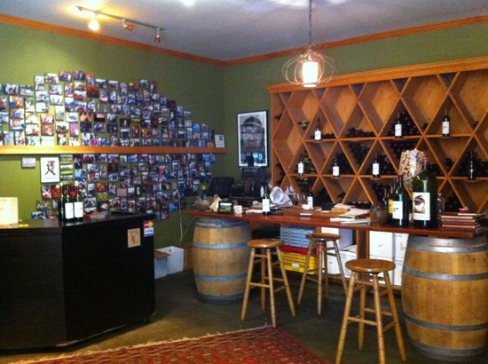 Hopper Creek Winery: Tasting / Retail Area
