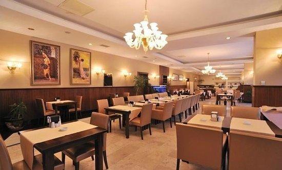 Pelikan Hotel: BREAKFAST HALL
