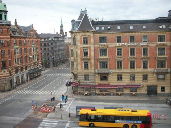 Hotel Alexandra: Desde el cuarto piso vemos la avenida