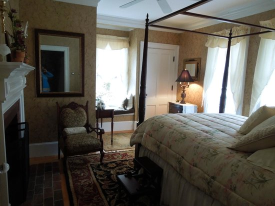 The Victorian on Sunset Hill: A second floor bedroom