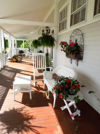 The Victorian on Sunset Hill: Front porch - lots of outside seating and views, plus a screened porch