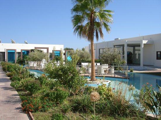 Afandou Bay Resort Suites: hotel grounds