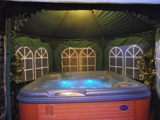 Heywood Hall: Amazing Hot Tub