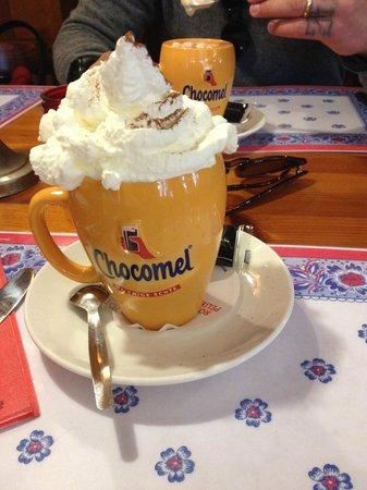 Pancake Corner: Cioccolata calda con panna