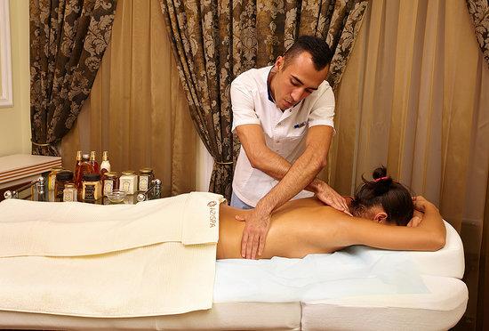 Посмотреть секс после массажа массажистки с клиенткой, тетя приехала в гости и увидела в душе