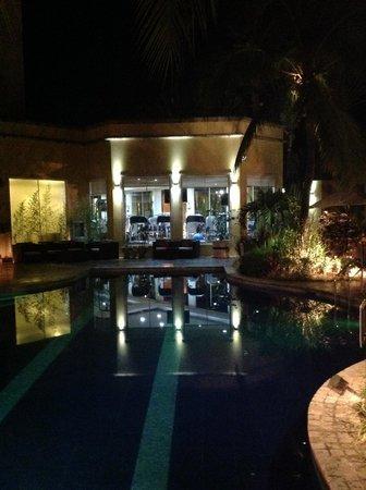Real InterContinental San Pedro Sula at Multiplaza Mall: Pool area at night