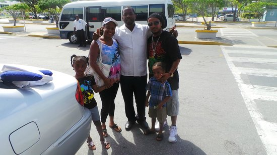 Turner Taxis and Tours Jamaica: Airport transfer- Carlton and Family