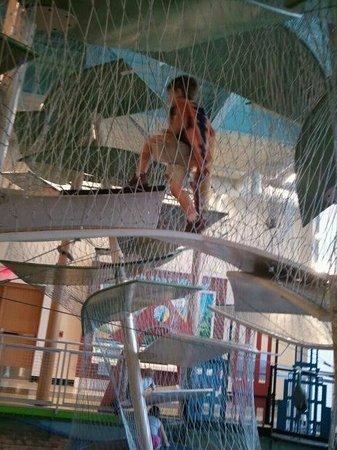 Glazer Children's Museum : Water Drop Climbing Sculpture