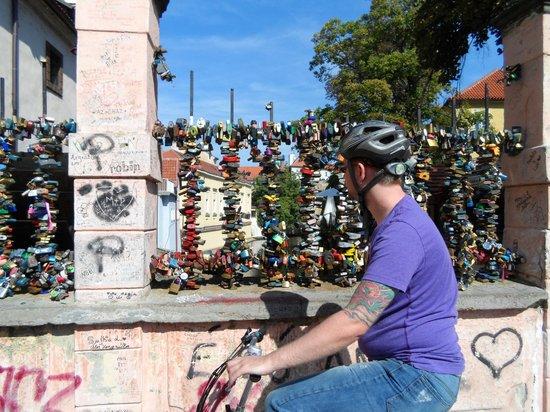 I Like EBike : Love locks bridge in Mala Strana