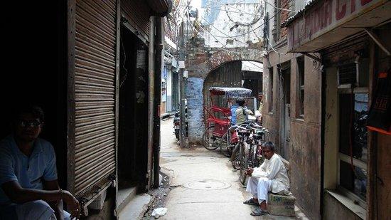 Hotel Tara Palace Chandni Chowk: Lane to hotel