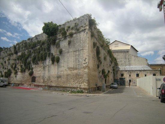Castello Carlo V : Angolo dal Castello