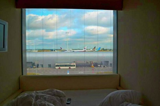 citizenM Amsterdam: open shudders airport runway view at your feet