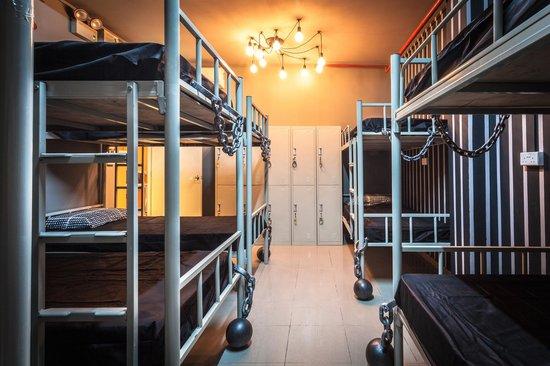Coziee Lodge: Jail Break