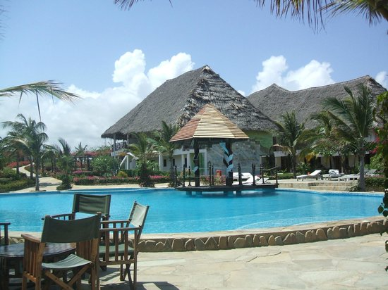 Jacaranda Beach Resort : PISCINA