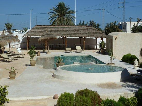 Menzelcaja : La piscine