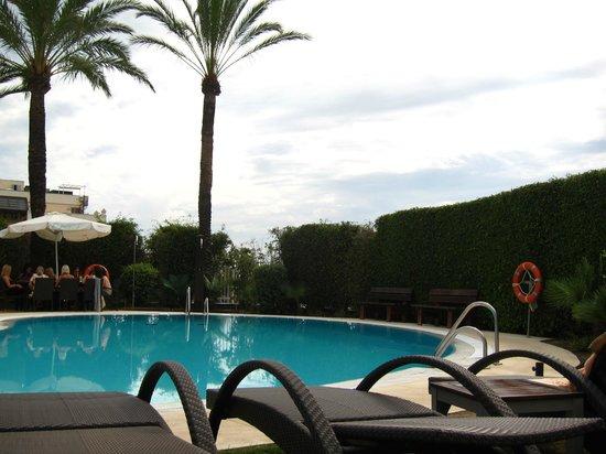 NH Marbella : Piscina