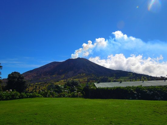 Volcan Turrialba Lodge : clear view in the morning
