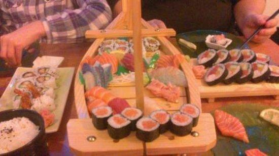 Sushi Zan : Le bateau pour 3 personnes !!!