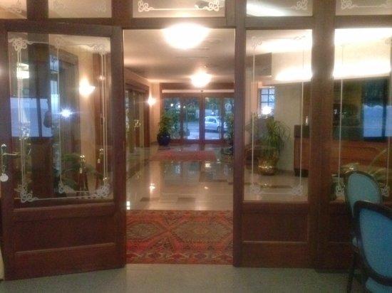 Hotel Restaurant Lido: Ingresso hotel ( dall'interno )