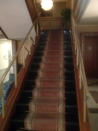 Hotel Restaurant Lido: Scala verso il 1^ piano.