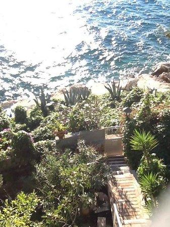Villa Victory Apartmani: Treppe nach draussen. von hier geht es li. zum Parkplatz und re. nach Primosten und geradeaus zu