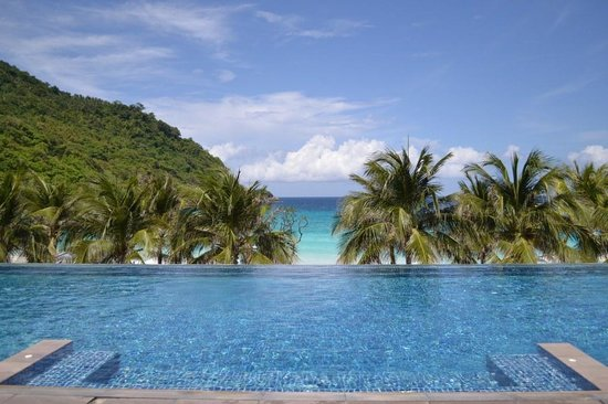 The Racha: Infinity pool overlooking the Andaman sea