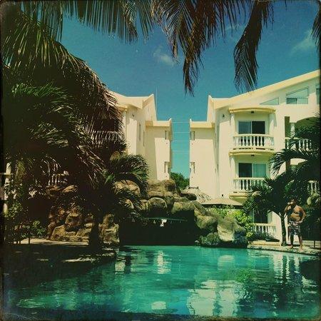 Pelican Reef Villas Resort: The gorgeous poolscape
