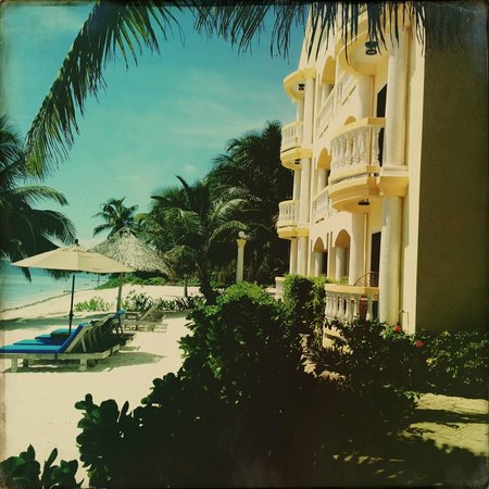 Pelican Reef Villas Resort: Our unit facing the beach