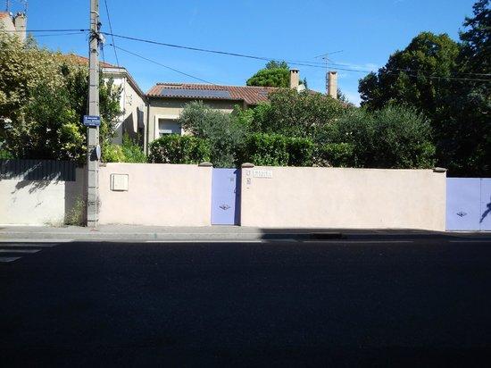 Caza Sereyna: The entrance to 21 Bd Jacques Monod