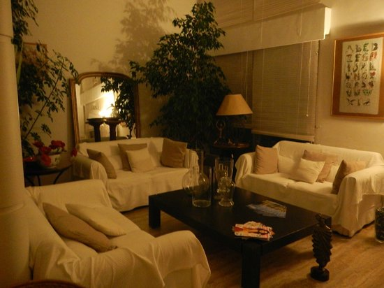 Caza Sereyna: One of the seating areas for chilling
