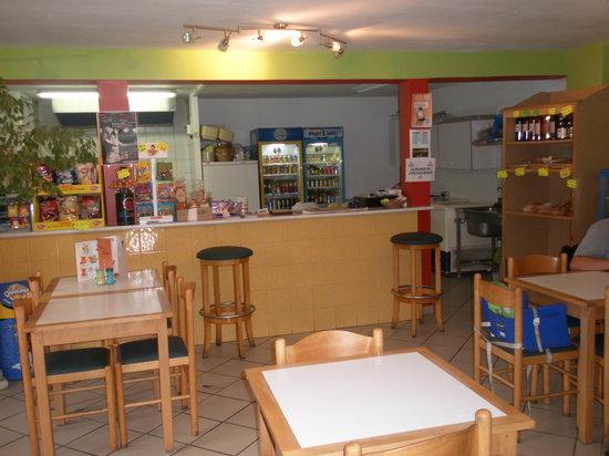 Doryanis : comptoir avec rayon pain artisanal