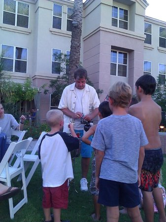 Gainey Suites Hotel: Magician Balloon fun
