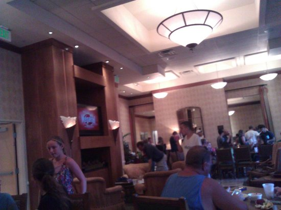 Gainey Suites Hotel : Buffet