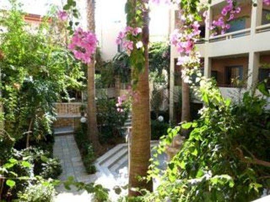 SENTIDO Aegean Pearl: garden