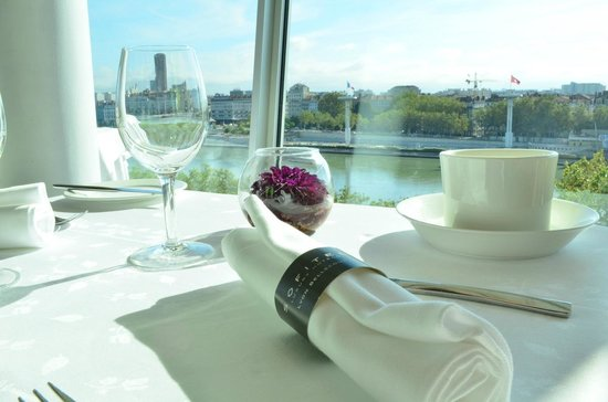 Sofitel Lyon Bellecour : Dinning room with a spectacular view