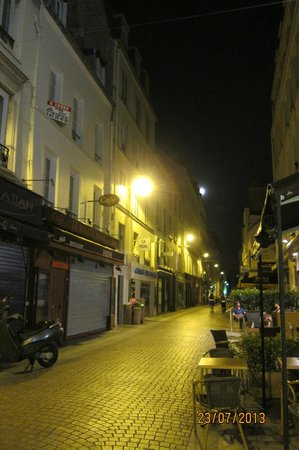 Hotel les Hauts de Passy: View of the street directly outside the hotel, at night.