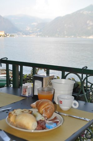 Nest On The Lake : Breakfast overlooking the lake.