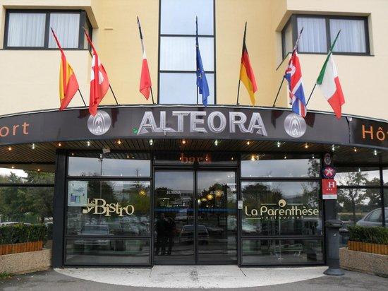 Inter Hotel Alteora site du Futuroscope: Devanture de l'hôtel ALTEORA