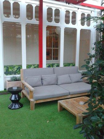 Praktik Garden : The terrace's sofa