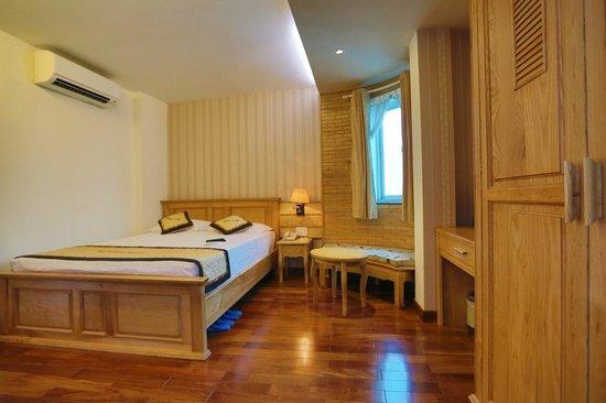 Duc Vuong Hotel : DV Wooden Room