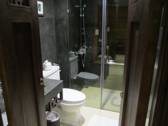 Essence Hoi An Hotel & SPA: Bathroom