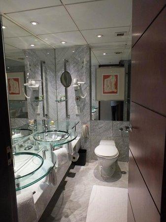 bathroom picture of sheraton hong kong hotel towers hong kong tripadvisor. Black Bedroom Furniture Sets. Home Design Ideas
