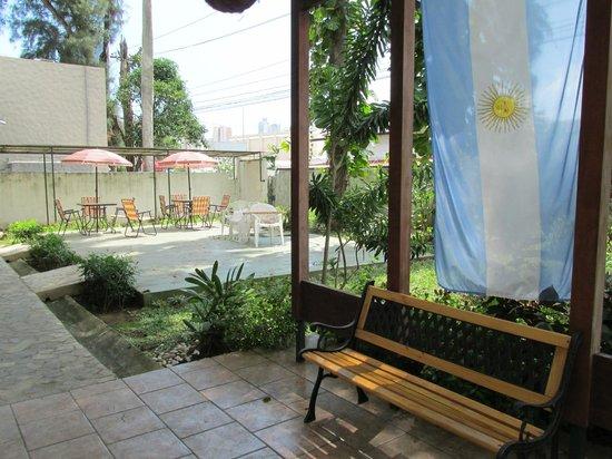 San Francisco Inn Hostel Panama: parte del patio