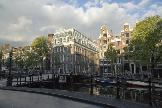 Radisson Blu Hotel, Amsterdam: View from across the cana