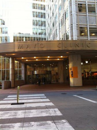 Kahler Grand Hotel: Mayo clinic across the street 20'