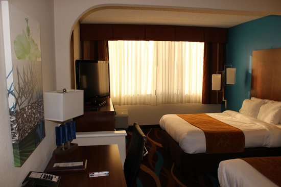 Fort Lauderdale Airport / Cruise Port Inn: Standard room with 2 queen beds