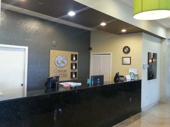 Fort Lauderdale Airport / Cruise Port Inn: Our beautiful Front Desk